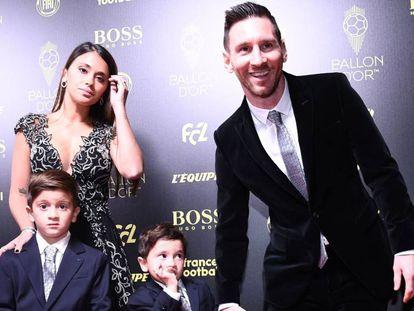 Messi, con su esposa Antonella Roccuzzo y sus hijos Thiago y Mateo en la Gala del Balón de Oro. En vídeo, declaraciones del futbolista tras ser galardonado con su sexto Balón de Oro.