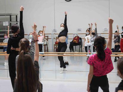 Ensayos con futuras promesas infantiles para grandes musicales de próximos estrenos en SOM Academy, academia especializada en el género musical.