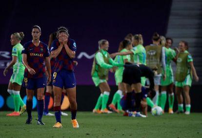 Las jugadoras del Barcelona se lamentan después de perder la semifinal de la Champions contra el Wolfsburgo.