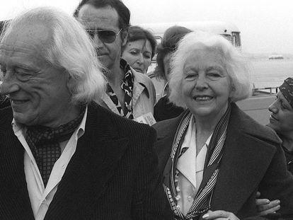 María Teresa León y Rafael Alberti, a su llegada a Madrid tras su largo exilio, en 1977.