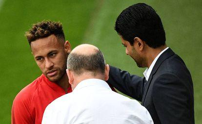 Al-Khelaifi saluda a Neymar antes del entrenamiento del PSG.