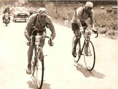 Molinés, a la izquierda, y Zaaf, durante su escapada en el Tour de 1950.