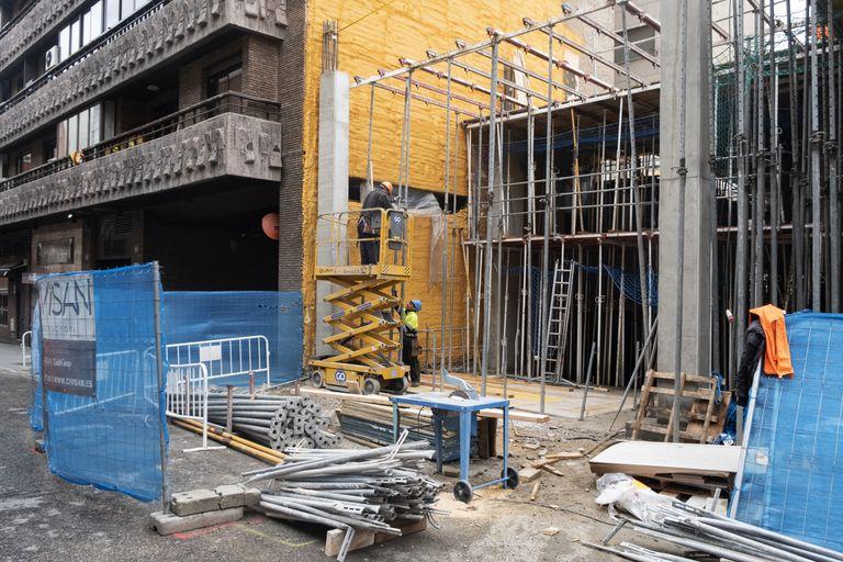 Obras de construcción de pisos en el barrio de Chamberí, en Madrid.