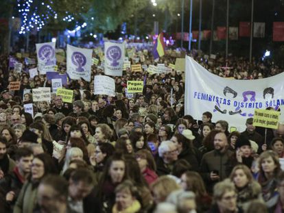 Manifestación celebrada este lunes, en Madrid. En vídeo, marchas por el Día Internacional de la Eliminación de la Violencia contra la Mujer en toda España.