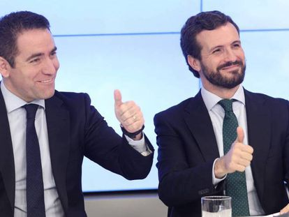 Teodoro García Egea (izquierda) y Pablo Casado en el comité ejecutivo nacional del PP el pasado 12 de noviembre. En vídeo, declaraciones de Casado.