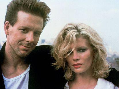 Mickey Rourke y Kim Basinger solo tenían permitido verse durante el rodaje. En vídeo, el tráiler de la película en inglés.