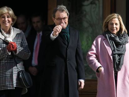 Irene Rigau, Artur Mas y Joana Ortega a su entrada en el TSJC.