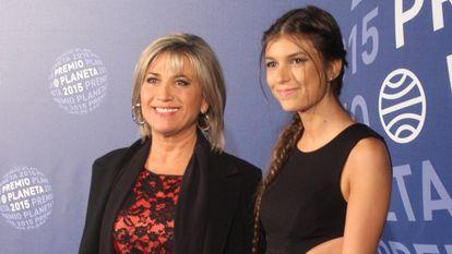 Julia Otero y su hija Candela, en Barcelona, en 2015.
