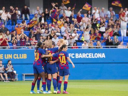 Las jugadoras del FC Barcelona celebran un gol.