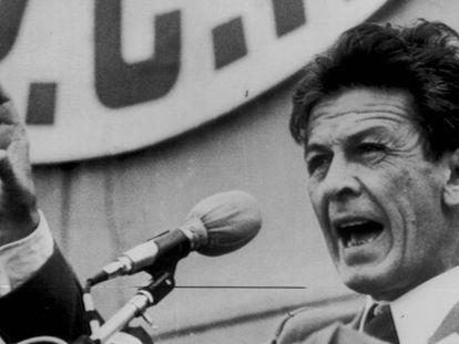 Enrico Berlinguer, líder del Partido Comunista Italiano, durante un mitin en Roma en 1976.