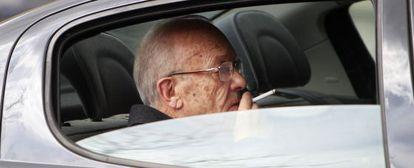 El doctor Simón Viñals a la salida de los juzgados el pasado abril.
