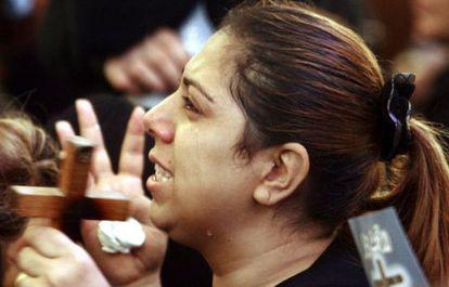 La ira y el dolor se conjugan en los funerales de las víctimas de la violencia religiosa en El Cairo