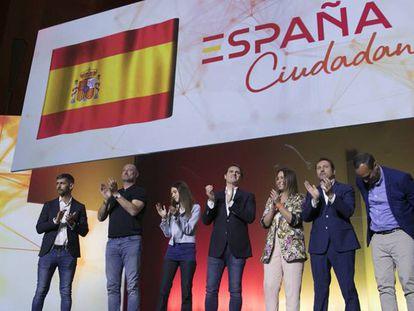 Albert Rivera, en el centro, durante el acto en el Palacio de Congresos de Madrid.