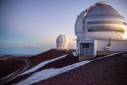 Dos de los 13 telescopios que operan en Mauna Kea.