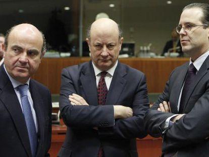 Luis de Guindos (izquierda) con Anders Borg, ministro de Finanzas de Suecia.