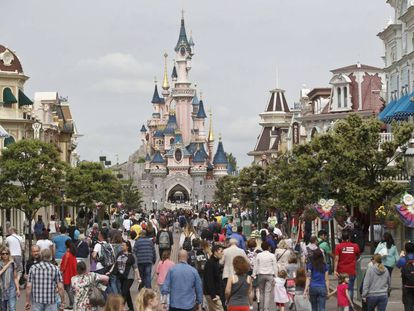 Calle principal del parque Disneyland París.