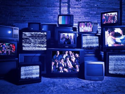 'Física o química', 'Élite', 'Skam', 'Compañeros', 'Al salir de clase' o 'Segunda enseñanza' son las series españolas que han marcado a los jóvenes desde los años ochenta hasta la actualidad.