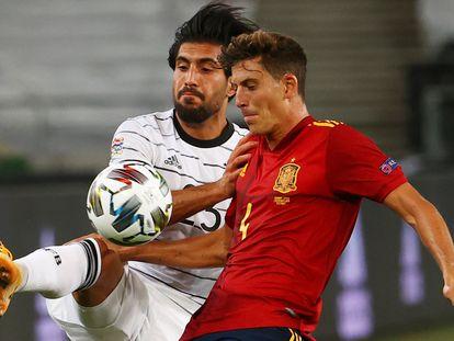 Pau Torres y Emre Can se disputan el balón durante el partido Alemania - España de la Liga de Naciones, el pasado 3 de septiembre de 2020 en el Mercedes-Benz Arena.