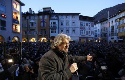 El político y cómico Beppe Grillo en Bolzano, en el norte de Italia.