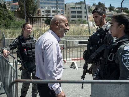 Mohamed Sabagh, que reside con su familia desde hace 60 años en el distrito de Sheij Yarrah, en Jerusalén, protestaba el viernes para mantener su casa.