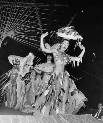 Una actuación de Tropicana en 1956, año en que Fidel Castro se alzó en la Sierra Maestra