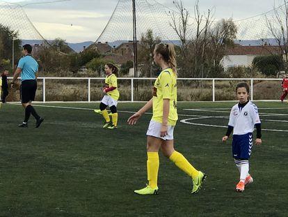 Partido de la liga femenina benjamín-alevín de Aragón entre Prados del Rey Barragán CD y Zaragoza CFF disputado el pasado noviembre en la capital aragonesa.