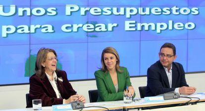 Reunión del PP para tratar los Presupuestos Generales del Estado presidida por María Dolores de Cospedal (centro), Elvira Fernández y Francisco Utrera.