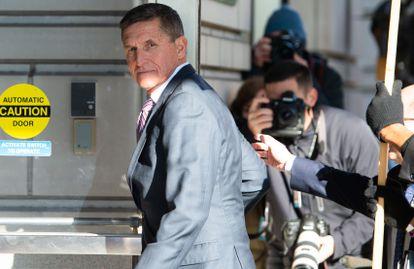 El general Michael Flynn, primer consejero de Seguridad Nacional de Trump, a su llegada al tribunal de Washington donde le iba a ser leída la sentencia en 2018.
