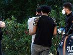 Dvd1056(01/06/21) Jovenes parados por la Policia en el Parque De La Amistad , Villaverde , Madrid Foto: Víctor Sainz