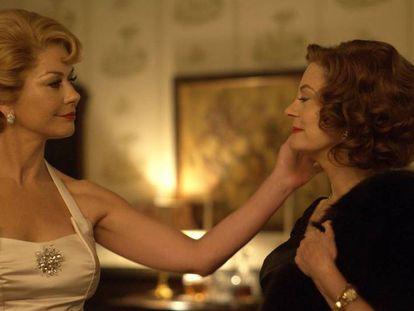 Catherine Zeta-Jones (Havilland) y Susan Sarandon (Davies) en 'Feud'.