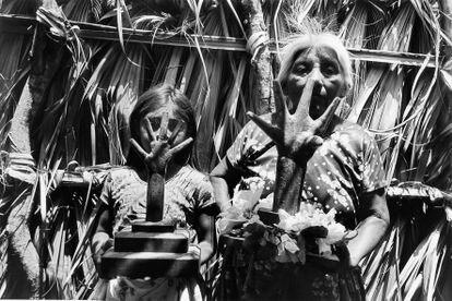 'Manos poderosas' (Juchitán, 1986), de Graciela Iturbide.