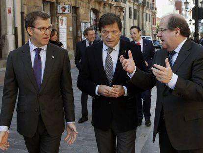 El presidente del Principado de Asturias, con los presidentes de la Xunta de Galicia y de la Junta de Castilla y León.