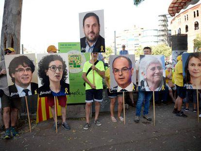 Carteles de apoyo a los procesados fugados y a los políticos presos en la manifestación del pasado sábado en Barcelona.