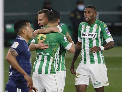 Fekir y Canales celebran el primer gol del Betis ante el Celta.