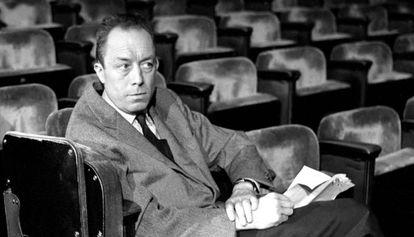 Albert Camus en el Teatro Antoine en París en 1959.