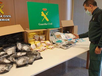 Las mascarillas de contrabando incautadas por la Guardia Civil en Pontevedra