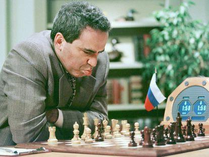 Kaspárov, en su quinta partida contra la máquina Deep Blue en 1997.