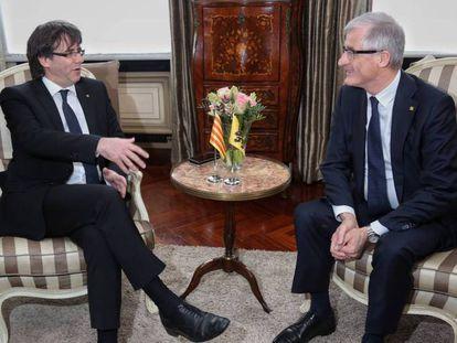 El presidente de Flandes, Geert Bourgeois, junto a Carles Puigdemont, en una reunión en Gante, en 2016.