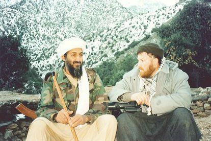 Osama Bin Laden y Mustafá Setmarian en Tora Bora, en 2001