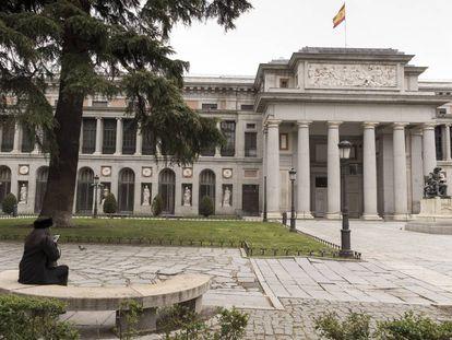 Fachada del Museo del Prado, junto al Paseo del Prado en Madrid.