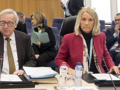 Clara Martínez Alberola, con el anterior presidente de la Comisión Europea, Jean Claude Juncker.