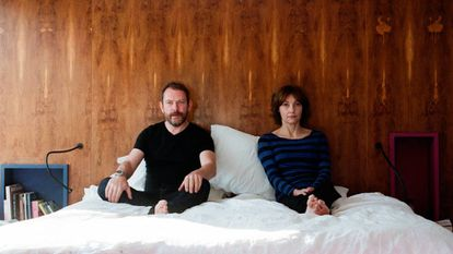 El artista Liam Gillick y Viv Albertine, ex integrante de The Slits, protagonistas de 'Exhibition'.