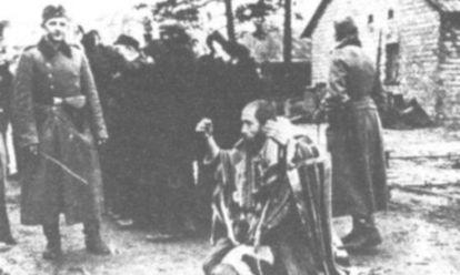 Miembros del Batallón 101, durante una de sus misiones de exterminio de judíos.