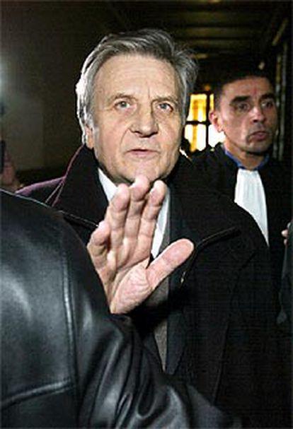 Trichet, a su llegada ayer al Palacio de Justicia de París.