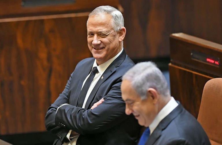 Benny Gantz Y Benjamín Netanyahu, ayer en la Knesset, el Parlamento israelí.