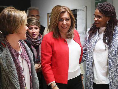 Purificación Causapié, portavoz del PSOE en el Ayuntamiento (izquierda) con Susana Díaz, presidenta de la junta de Andalucía.