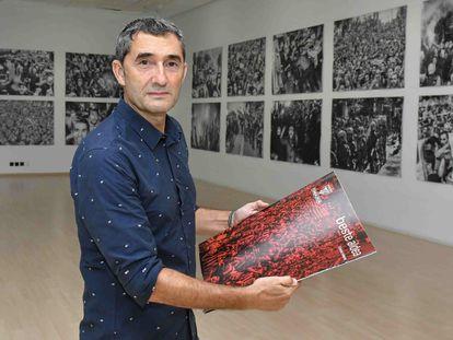 Ernesto Valverde, en la inauguración de la exposición de sus fotografías en Bilbao.