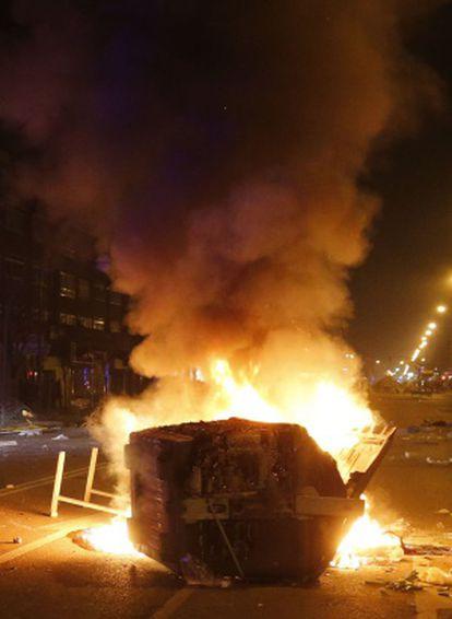 Un contenedor arde en el centro de Burgos.