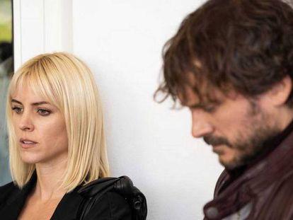 Maggie Civantos y Salva Reina en 'Malaka'. En vídeo, el tráiler de la serie.