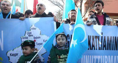 Manifestación de uigures exiliados el día 5 en Ankara.